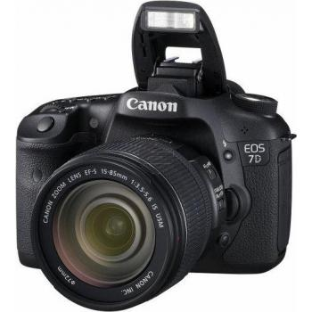 Canon EOS 7D Digicam 18 MPix DSLR Kit inkl. EF-S 18-135 mm Objektiv